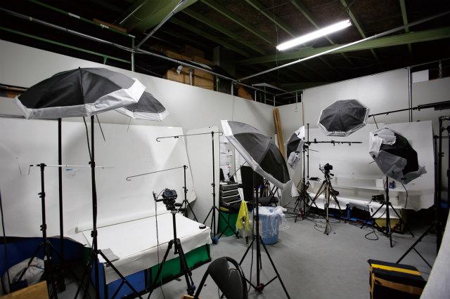 トルソーに着せた服や、靴やバッグの小物も撮影が可能。
