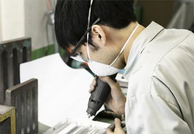 依頼のあった光学レンズ企業の現場の課題を解決し、モノづくりを支えている。